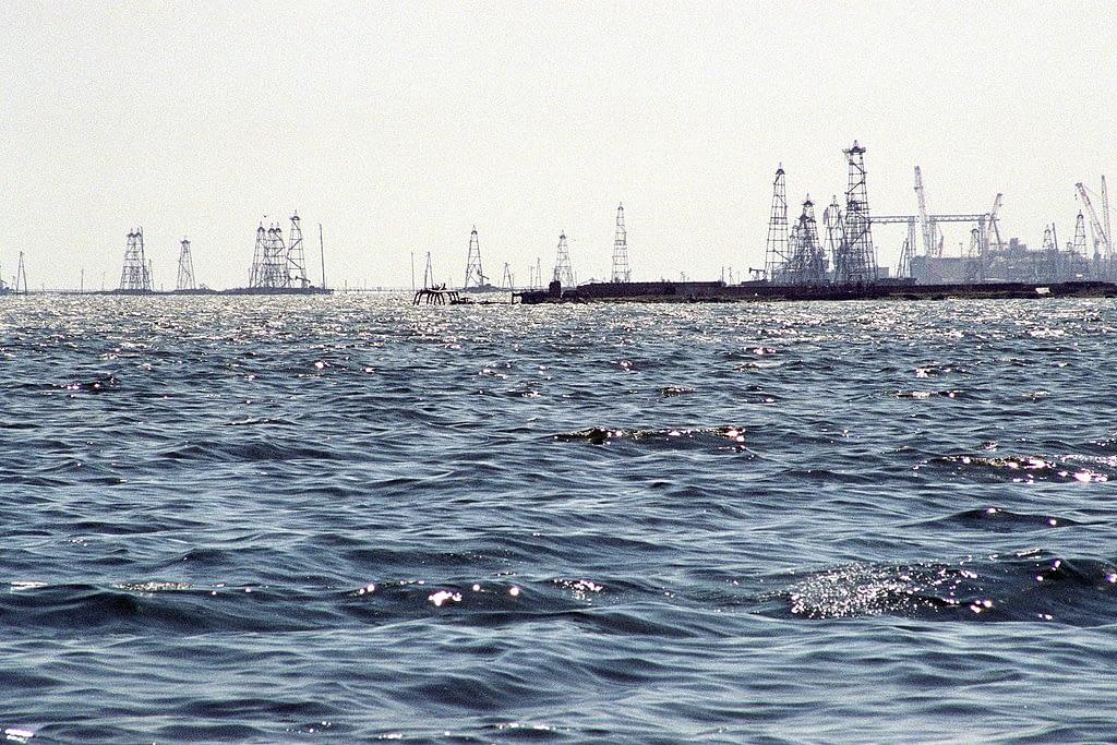 Les champs de pétrole de Neft Daşları : première exploitation offshore de l'histoire (photo Wikimedia)